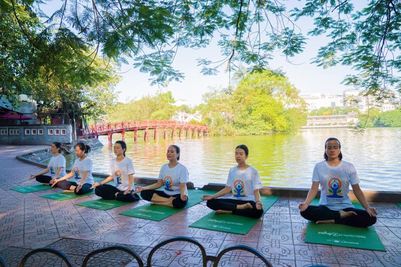 Hình ảnh hưởng ứng Ngày Quốc tế Yoga năm 2019 tại Hà Nội.