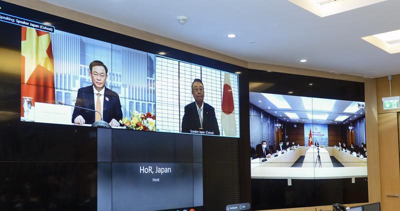 Hội đàm trực tuyến giữa Chủ tịch Quốc hội Vương Đình Huệ và Chủ tịch Hạ viện Nhật Bản Oshima Tadamori - Ảnh: Quochoi.vn