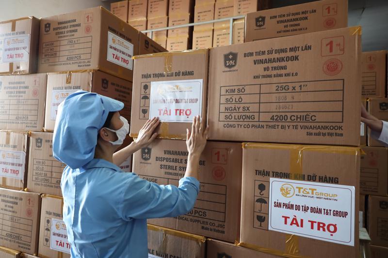"""Tập đoàn T&T Group """"tiếp sức"""" cho Tp.HCM 500.000 bộ bơm tiêm nhằm hỗ trợ địa phương trong đợt tiêm chủng vaccine Covid-19 lớn nhất từ trước đến nay."""