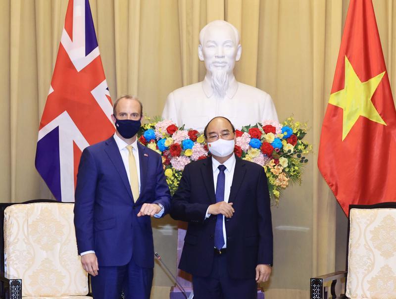 Chủ tịch nước Nguyễn Xuân Phúc đã tiếp Bộ trưởng thứ nhất, Bộ trưởng Bộ Ngoại giao và Phát triển Anh Dominic Raab - Ảnh: TTXVN