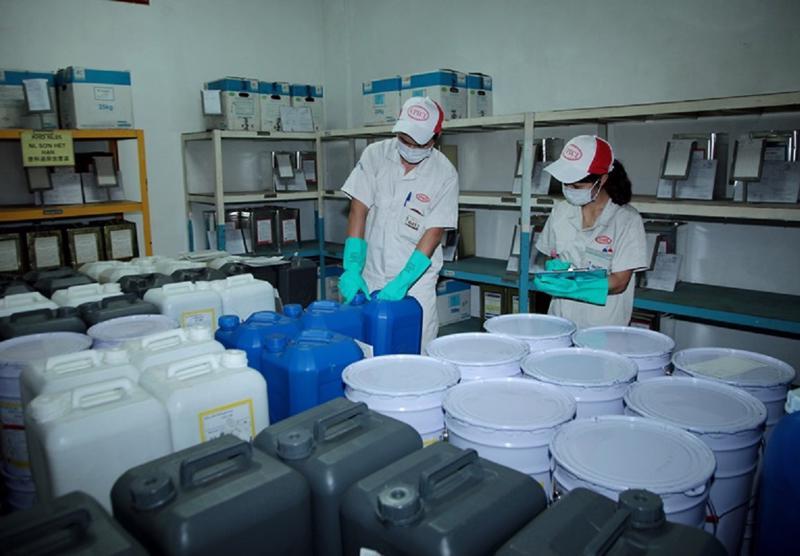 Toàn ngành hóa chất có khoảng 1.818 doanh nghiệp sản xuất phân bổ trên sáu vùng trong cả nước.