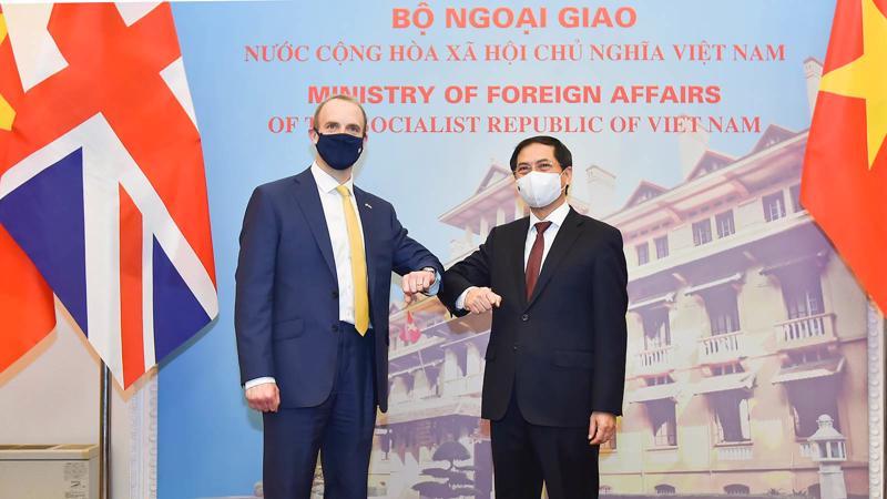 Hội đàm giữa Bộ trưởng Dominic Raab và Bộ trưởng Ngoại giao Bùi Thanh Sơn - Ảnh: Báo Thế giới và Việt Nam