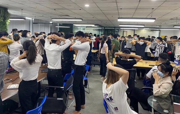Cơ quan điều tra kiểm tra văn phòng Công ty TNHH MTV ANT Group tại quận Cầu Giấy, Hà Nội - Ảnh: Công an Hải Phòng