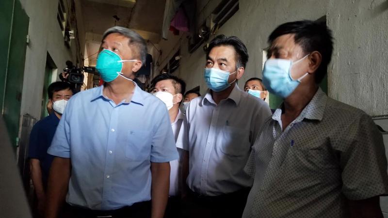 Thứ trưởng Nguyễn Trường Sơn kiểm tra tại khu nhà trọ Khu phố Đồng An 3 (phường Bình Hoà, TX Thuận An).