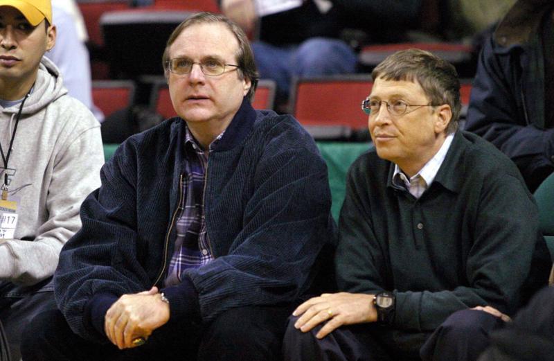 Hai nhà đồng sáng lập Microsoft: Paul Allen (trái) và Bill Gates vào năm 2004 - Ảnh: Bloomberg.