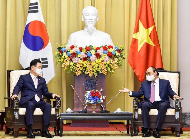 Chủ tịch nước Nguyễn Xuân Phúc tiếp Bộ trưởng Ngoại giao Hàn Quốc Chung Eui Yong - Ảnh: Bộ Ngoại giao
