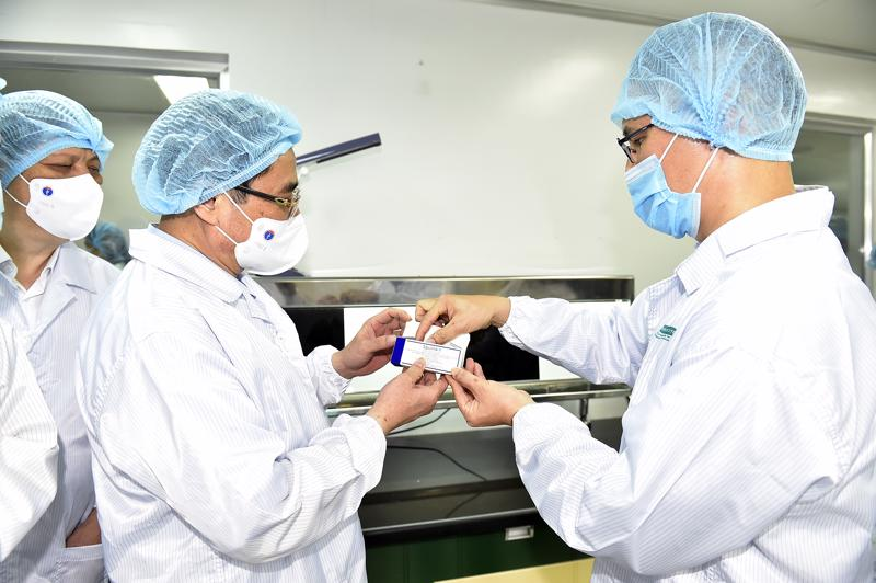 Thủ tướng Phạm Minh Chính thăm Công ty TNHH MTV Vaccine và Sinh phẩm số 1 (Vabiotech) - Ảnh: VGP.