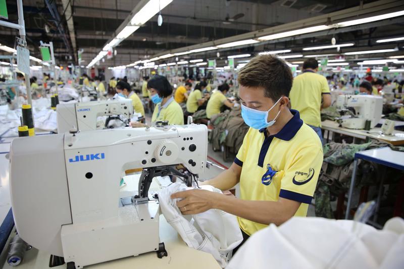 Người lao động tạm hoãn thực hiện hợp đồng lao động, nghỉ việc không hưởng lương được đề xuất hỗ trợ 1,8 triệu đồng/người (Ảnh minh họa).