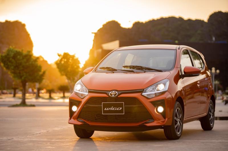 Toyota Wigo đang được nhập khẩu nguyên chiếc với hai phiên bản MT và AT với mức giá lần lượt là 352 triệu và 385 triệu đồng.