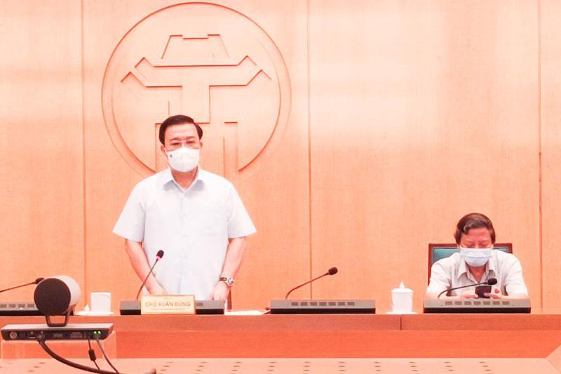 Phó Chủ tịch UBND TP. Hà Nội Chử Xuân Dũng phát biểu tại cuộc họp.