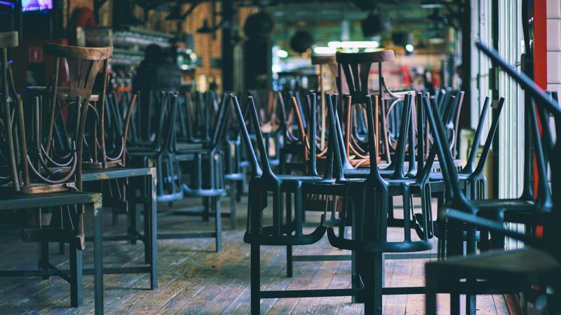 Cơ sở dịch vụ,. hàng quán đóng cửa đã trở thành hình ảnh quen thuộc tại những địa điểm du lịch từng vô cùng sầm uất. Ảnh: HLB USA.