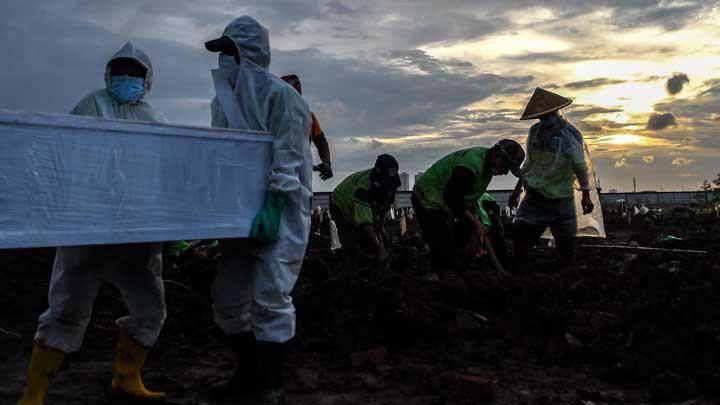 Nhân viên y tế tại Indonesia - Ảnh: Tempo