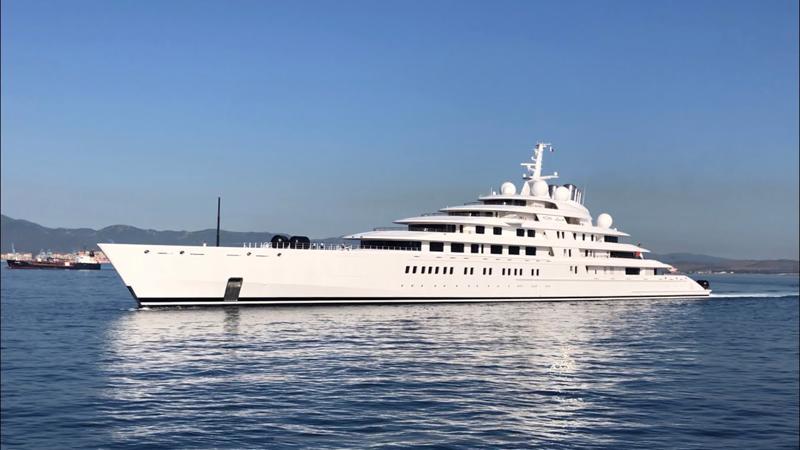 Azzam, siêu du thuyền lớn nhất thế giới hiện nay. Khi hoàn tất, siêu du thuyền Somnio sẽ dài hơn 40 mét so với Azzam.