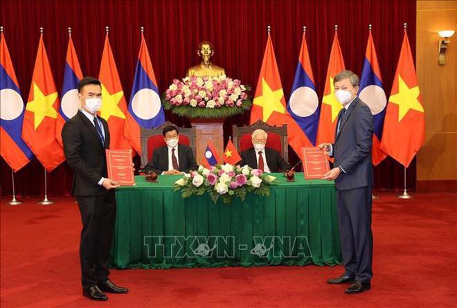 Lễ trao đổi hợp đồng mua bán điện nhà máy thủy điện Nậm Nơn 1 giữa Tập đoàn Điện lực Việt Nam và Tập đoàn Không-xắp Phát triển Nậm Nơn 1 và Nậm Nơn 3 - Ảnh: Trí Dũng/TTXVN