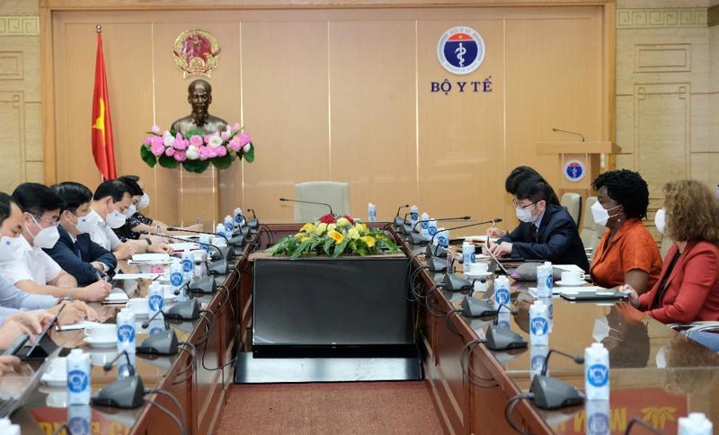 Quang cảnh buổi làm việc giữa lãnh đạo Bộ Y tế và lãnh đạo WB.