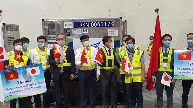 Việt Nam tiếp nhận lô vaccine gần 1 triệu liều phòng Covid-19 của Chính phủ Nhật Bản trao tặng đêm 16/6.