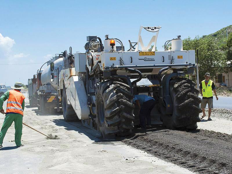 Nhu cầu vốn bảo trì đường bộ còn thiếu nên nhiều tuyến đường vẫn chưa được sửa chữa theo đúng định kỳ.