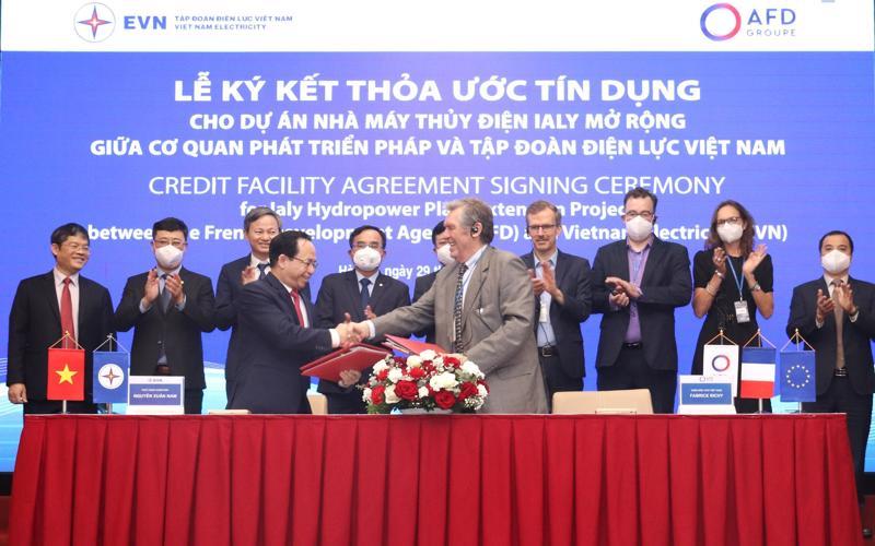 Lễ ký kết thoả thuận giữa EVN và AFD