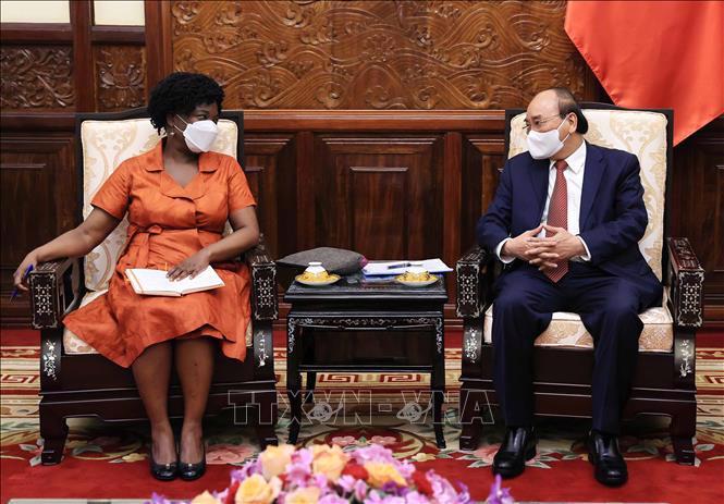 Chủ tịch nước Nguyễn Xuân Phúc tiếp bà Victoria Kwakwa - Ảnh: TTXVN