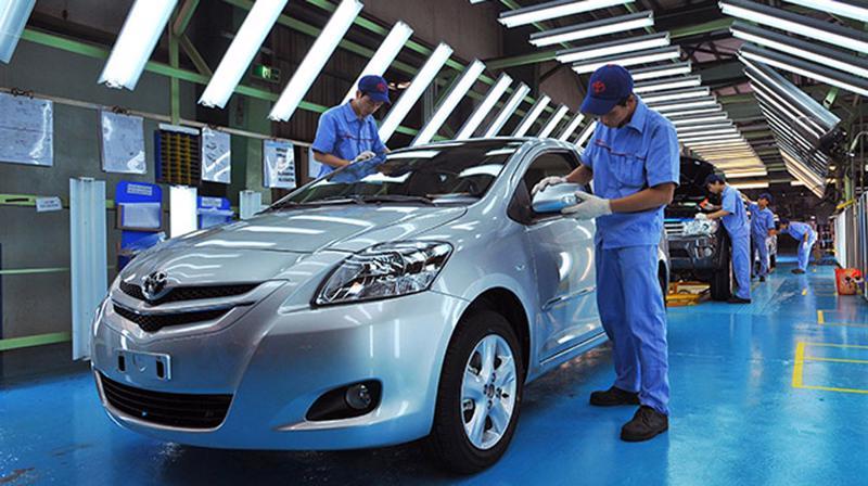 """Dung lượng thị trường hạn chế khiến công nghiệp ô tô """"chậm lớn""""."""