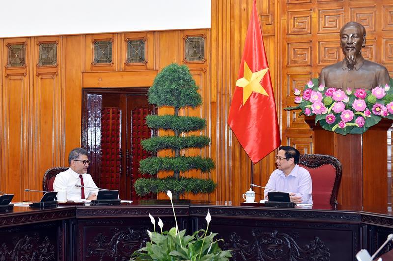 Thủ tướng Phạm Minh Chính làm việc với AstraZeneca - Ảnh: VGP