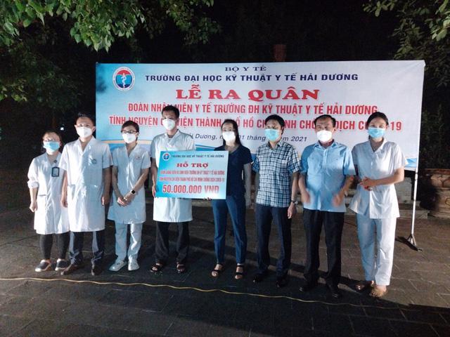 Đoàn Trường Đại học Kỹ thuật y tế Hải Dương ra quân chi viện cho TP.HCM. Ảnh - Đức Tùy.