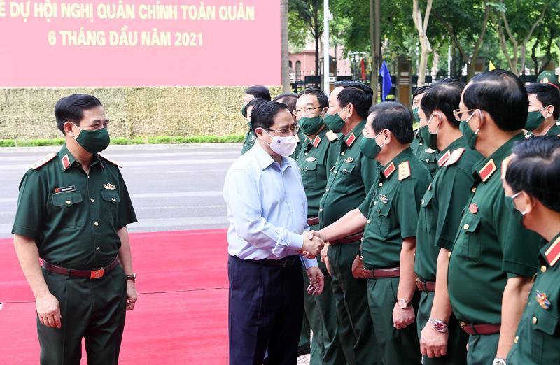 Lãnh đạo Bộ Quốc phòng đón Thủ tướng Chính phủ Phạm Minh Chính tới dự hội nghị - Ảnh: VGP.