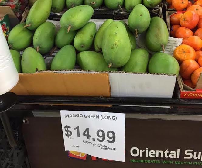 Xoài xanh Việt Nam được niêm yết giá bán tại Australia.