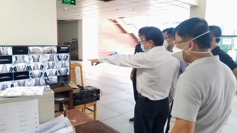 Đoàn kiểm tra khu cách ly tập trung tại Trường Đại học Ngoại ngữ - Tin học TP.HCM.