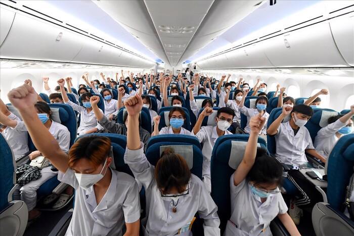"""Hơn 300 cán bộ, sinh viên Hải Dương """"thần tốc"""" tới TP Hồ Chí Minh chống dịch. Ảnh: sưu tầm"""