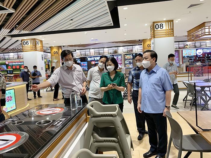 Phó Chủ tịch UBND TP Chử Xuân Dũng kiểm tra thực tế tại TTTM Aeon Mall Long Biên.