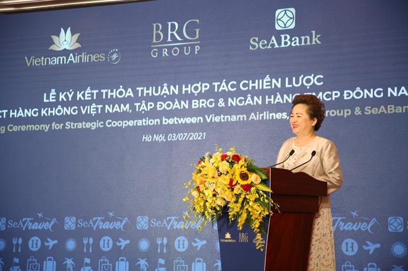 Bà Nguyễn Thị Nga, Chủ tịch Tập đoàn BRG, phát biểu tại lễ ký.
