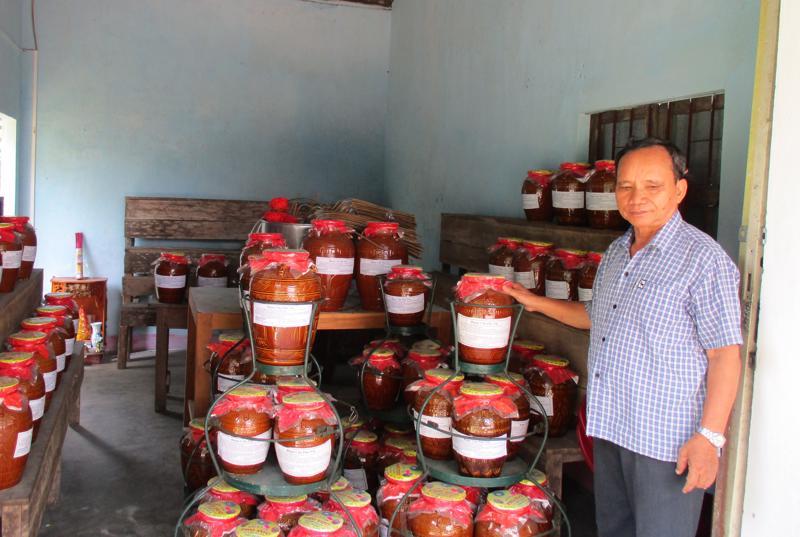 Rượu cần Phú Túc là mặt hàng được khách nước ngoài săn đón khi đến Đà Nẵng.