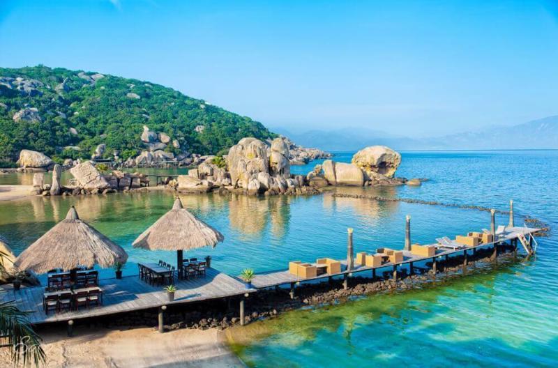Tứ Bình hoang sơ thu hút khách nghỉ dưỡng.