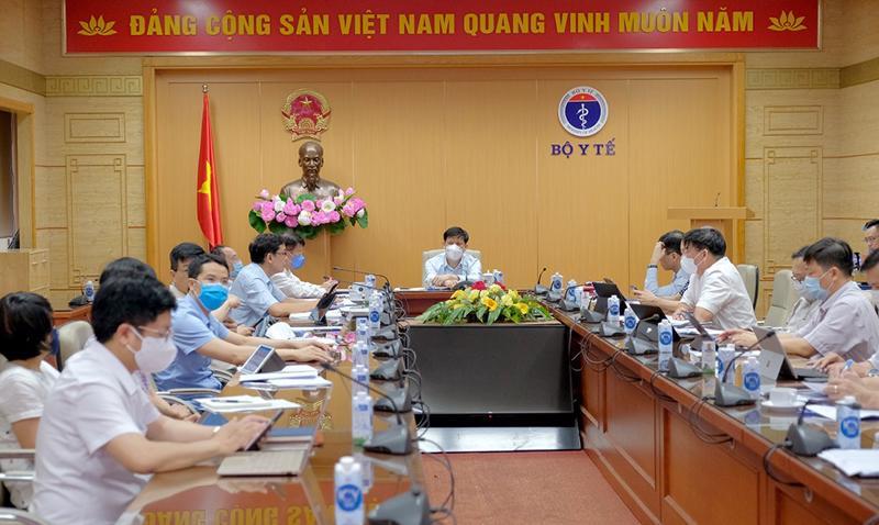 Bộ trưởng Nguyễn Thanh Long chủ trì cuộc họp tại điểm cầu Bộ Y tế.