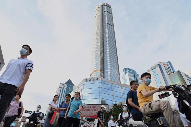 Trung tâm mua sắm SEG Plaza 72 tầng ở Thâm Quyến, Trung Quốc, hiện tạm thời đóng cửa sau vụ rung lắc mạnh hồi tháng 5 - Ảnh: AP.