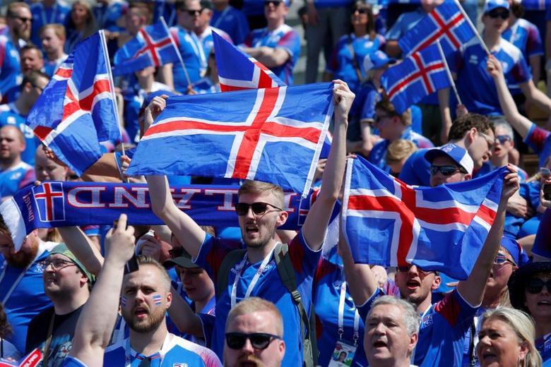 Cổ động viên của đội tuyển bóng đá quốc gia Iceland - Ảnh: Reuters.