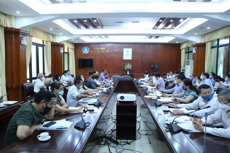 Bộ Nông nghiêp và Phát triển nông thôn họp với các hiệp hội trong ngành.