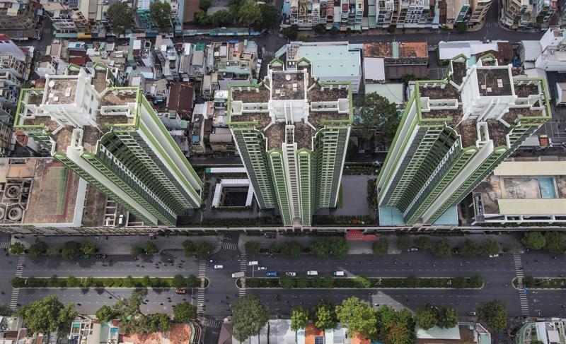 Một phần cao ốc Thuận Kiều Plaza đang được TP.HCM cải tạo thành Bệnh viện dã chiến với quy mô 1.000 giường bệnh nhân Covid-19.