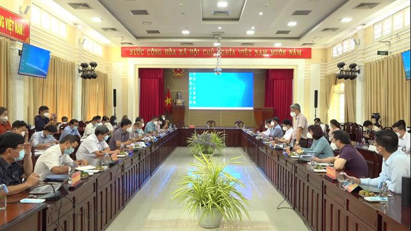 Thứ trưởng Bộ Y tế Nguyễn Trường Sơn phát biểu tại cuộc họp.