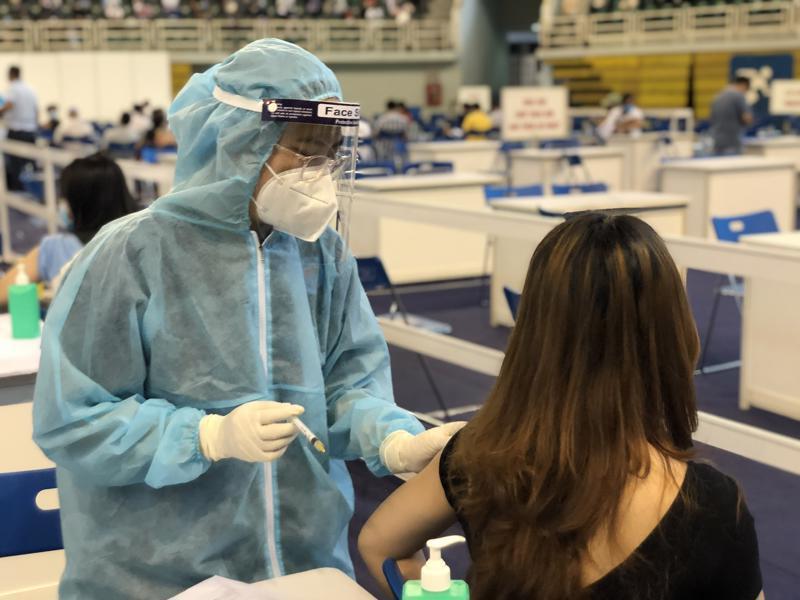 Tiêm vaccine là giải pháp tốt nhất phòng Covid-19.