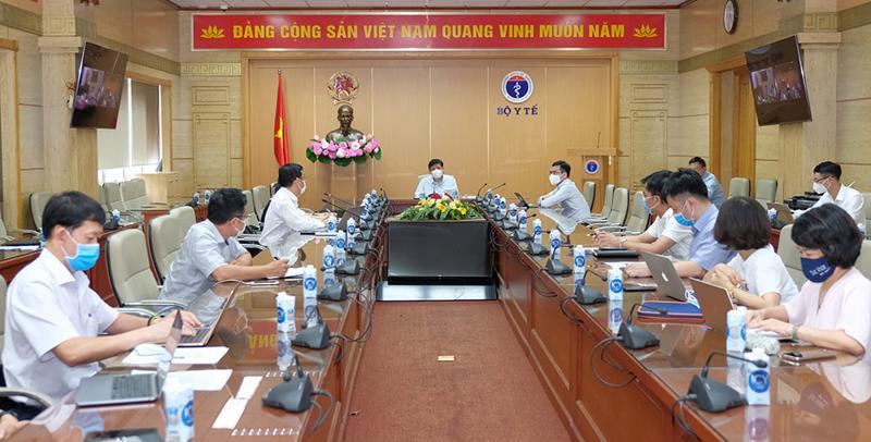 Bộ trưởng Bộ Y tế Nguyễn Thanh Long có cuộc làm việc với Bộ phận thường trực phòng, chống dịch của Bộ Y tế tại TP.HCM.