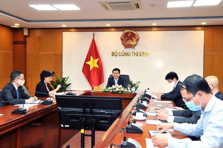Phía Việt Nam, ông Nguyễn Hồng Diên, Bộ trưởng Bộ Công Thương chủ trì cuộc họp