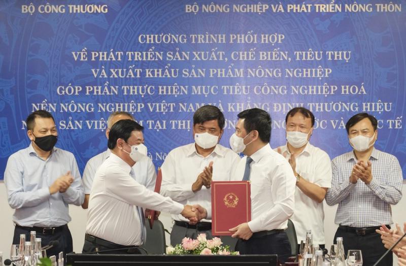 Lế ký kết phối hợp giữa Bộ Công Thương và Bộ Nông nghiệp và Phát triển nông thôn.