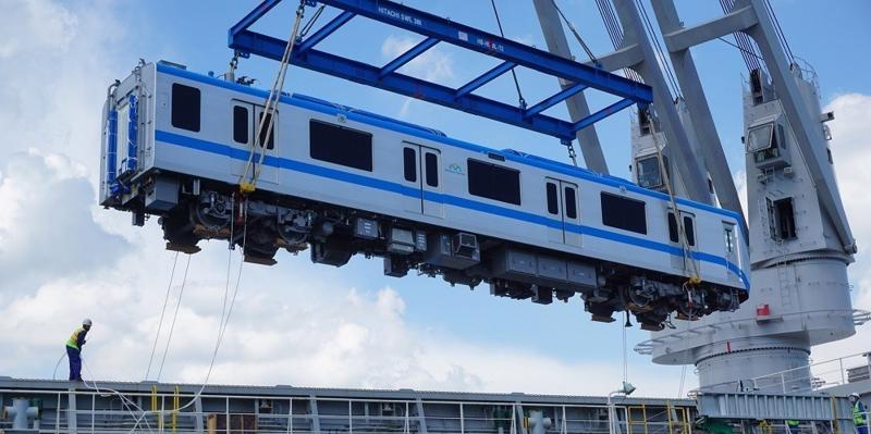 Thêm hai đoàn tàu số 6 và 7 của tuyến metro số 1 về đến TP.HCM