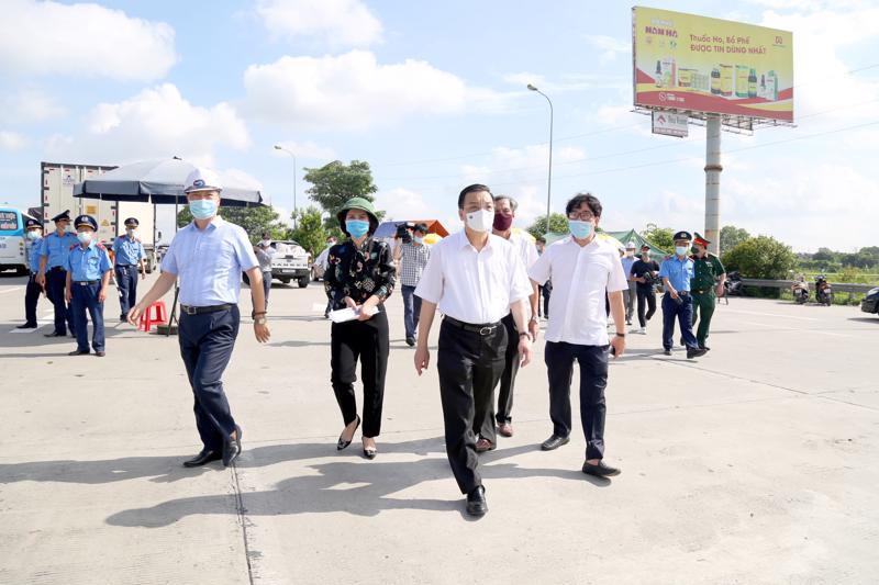 Chủ tịch UBND TP Hà Nội kiểm tra công tác phòng, chống dịch Covid-19.