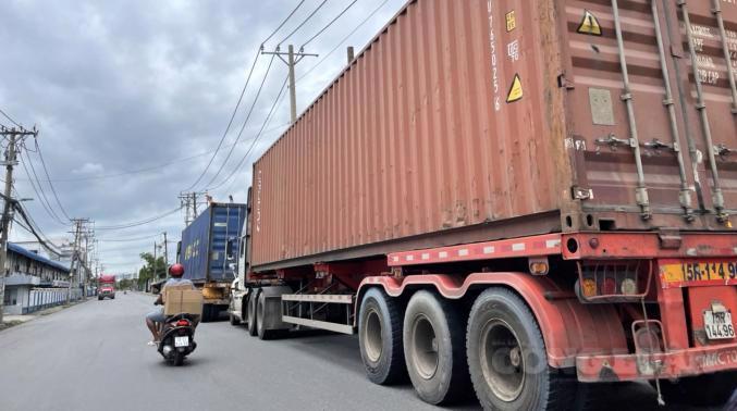 Sở Giao thông vận tải TP.HCM đến nay đã cấp thẻ ưu tiên cho khoảng 24.000 xe của 45 doanh nghiệp vận tải trên địa bàn