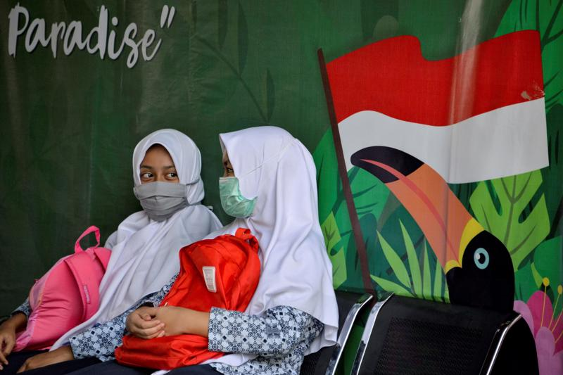 Học sinh tại một trường trung học cơ sở Hồi giáo ở Banda Aceh, Indonesia ngày 10/6/2020 - Ảnh: Getty Images