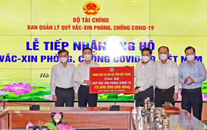 UBND tỉnh Bắc Giang đóng góp ủng hộ 25 tỷ đồng vào Quỹ vaccine