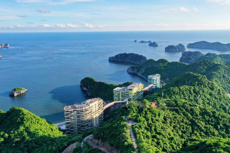 """Ngày 16/7 vừa qua, Flamingo Cát Bà của Việt Nam được vinh danh """"Khu nghỉ dưỡng được yêu thích nhất năm 2021""""."""